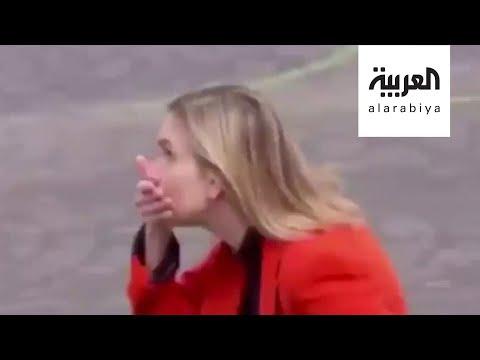 شاهد موقف طريف لوزيرة فرنسية تنسى الكمامة في مناسبة رسمية