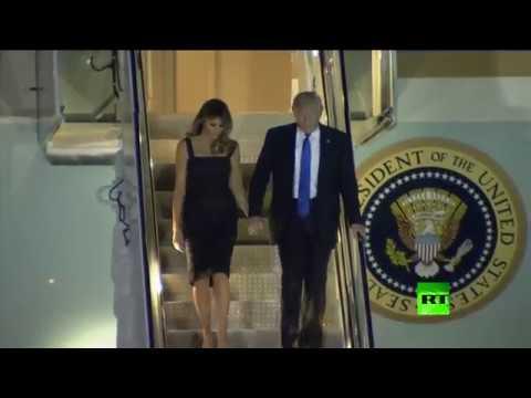 بالفيديو : ميلانيا ترامب تمسك بيد زوجها أمام الكاميرات أخيرًا