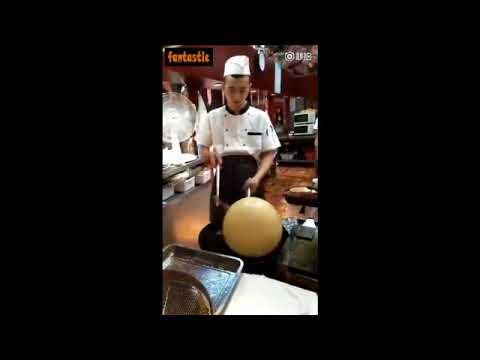 لايف ستايلشاهد طريقة غريبة لصنع بالون من الأرز المقلي