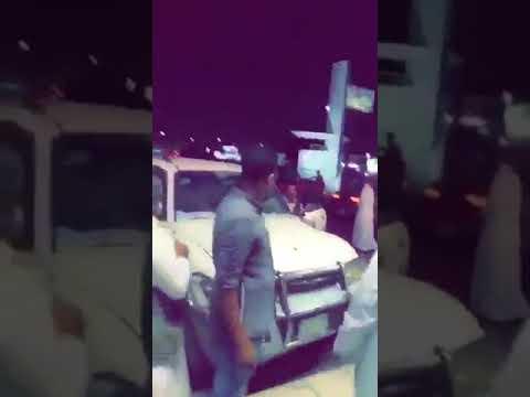 شاهد: امرأة تقتحم محلًا للملابس بسيارتها في جدة