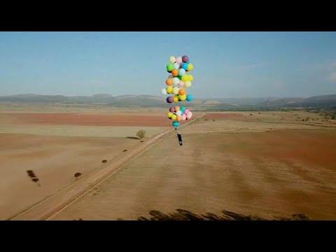 شاهد: مغامرة مثيرة بالبلالين فى سماء جنوب أفريقيا