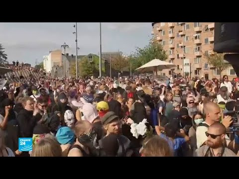 شاهد :احتجاجات في الدانمارك على تطبيق قانون حظر النقاب في الأماكن العامة