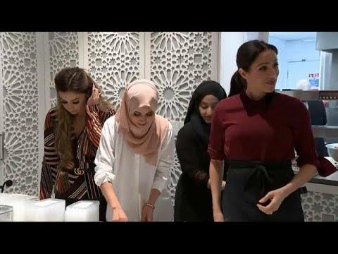 شاهد : ميغان ماركل تطبخ في مركز المنار للتراث الثقافي الإسلامي