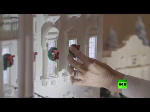 شاهد ميلانيا ترامب ترفع النقاب عن زينة عيد الميلاد في البيت الأبيض