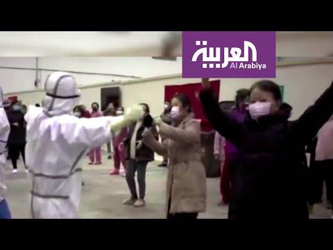 شاهد مرضى صينيون يتغلبون على فيروس كورونا بالغناء والرقص