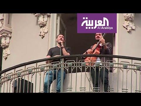 شاهد أحمد الروبي يغني من البلكونة بسبب كورونا