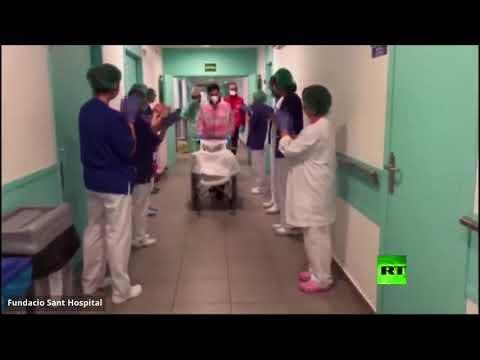 شاهد مسن إسباني ينتصر على كورونا ويحظى بتصفيق حار من الأطباء