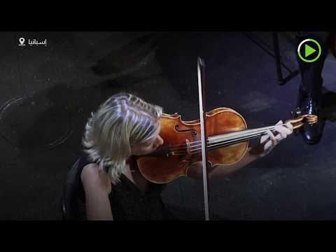 شاهد: فنان إسباني ينظم حفلًا موسيقيًا في دار الأوبرا لجمهور من النباتات
