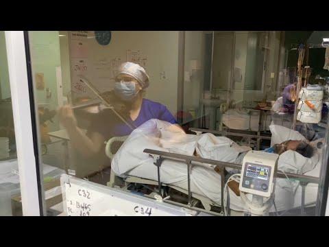 شاهد ممرضات يسعين لمنح الحب والأمل للمصابين بكورونا بأسلوبهم الخاص