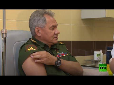 شاهد وزير الدفاع الروسي يخضع للتطعيم ضد كورونا باللقاح الجديد