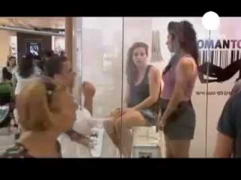 شاهد  معرض لبيع النساء في إسرائيل