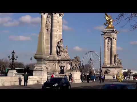 شاهد: عربات التوكتوك تملأ شوارع العاصمة الفرنسية