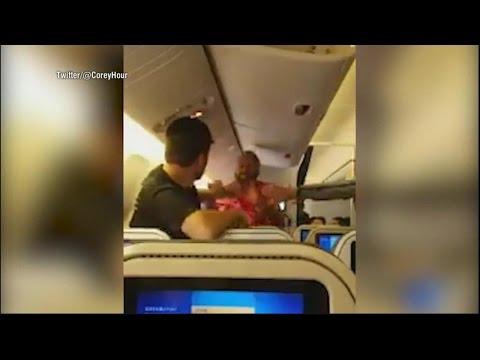 خناقة قوية بين الركاب على متن طائرة يابانية